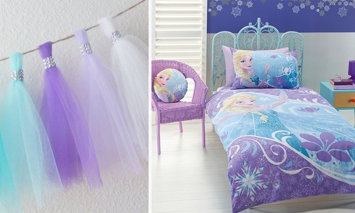 deco reine des neiges, tête de lit reine des neiges peinte en bleu clair, chaise violette avec coussin rond à design Elsa