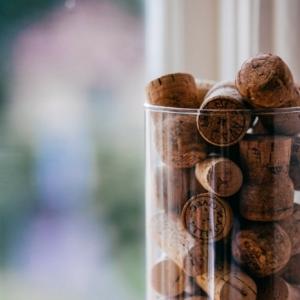Créer une chaleureuse décoration avec des bouchons de liège - trouvez les meilleures exemples