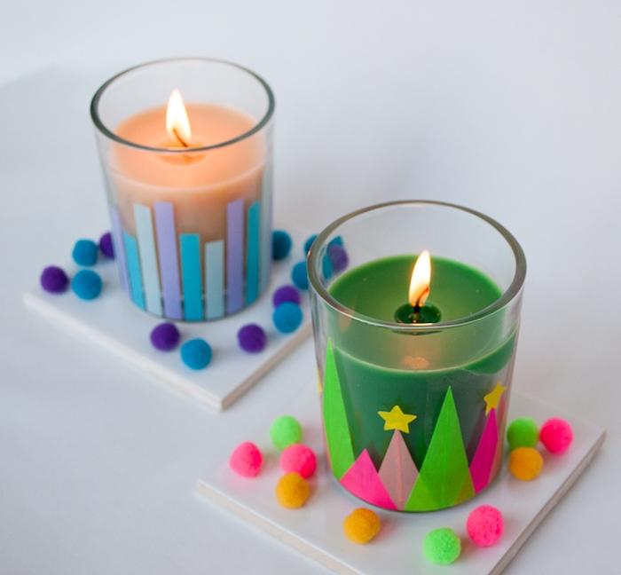 exemple de décoration de bougeoir en verre, washi tape motif arbre de noel, étoiles, bandes et pompons colorés