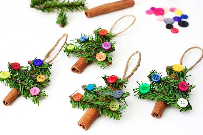 deco de noel a faire soi meme avec recup, das batones en cannelle décorés de branches de pin artificielles et boutons colorés