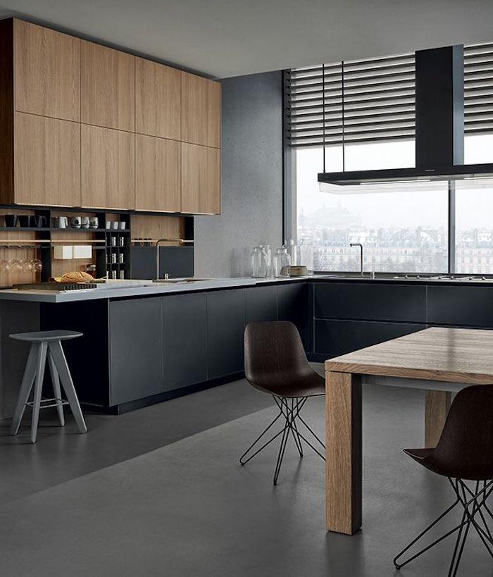 modèle de cuisine équipée noire mat et meubles en bois