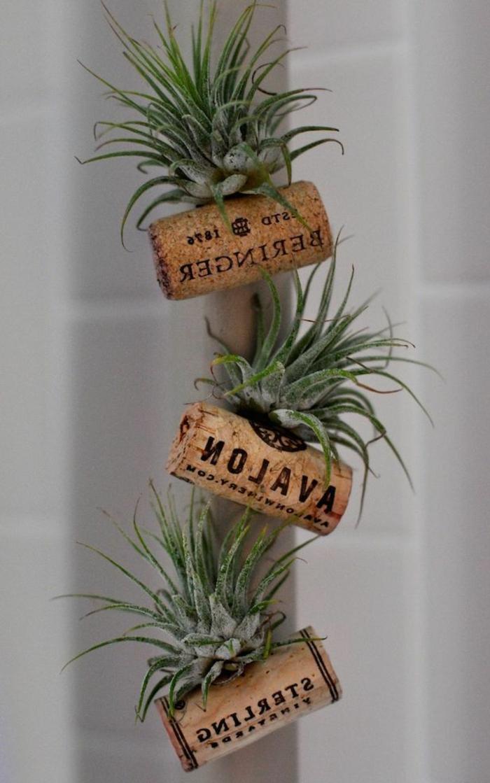 Superbe idée que peut on faire avec des bouchons en liege déco plantes verts miniatures cool idée