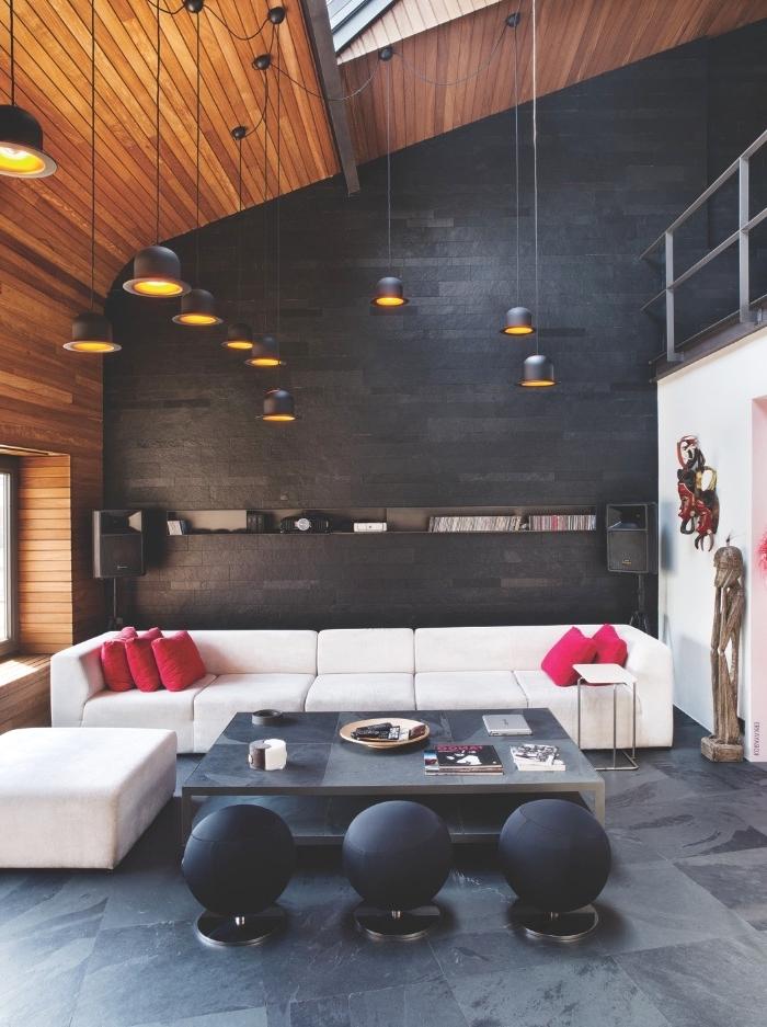 meuble style industriel, aménagement intérieur loft aux murs noirs et plafond en bois, canapé d'angle blanc avec table basse noire