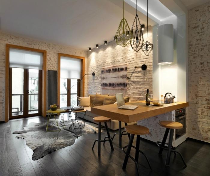 idee deco salon, chambre loft aux murs en briques blanches et lampes suspendues métalliques, tabourets de bar aux sièges en bois et pieds noirs