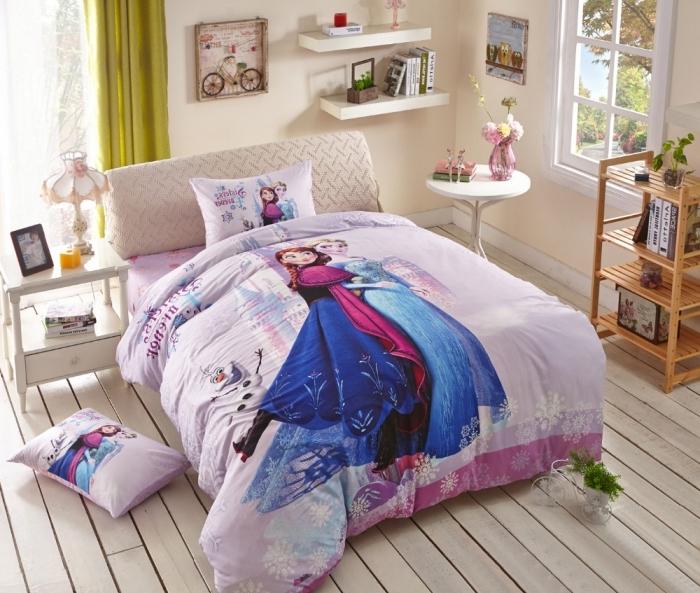 housse de couette la reine des neiges, lampe de chevet rose à design vintage, rideaux longs en jaune moutarde