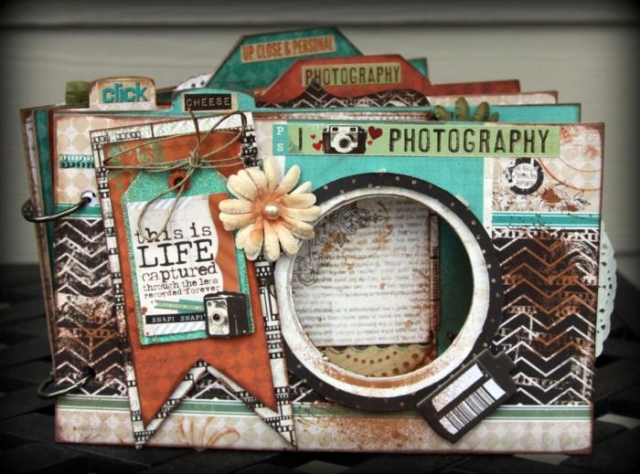 album photo scrapbooking, modèle unique d'album photo en papier vieillit et fleurs en tissu, projet scrapbooking à design vintage