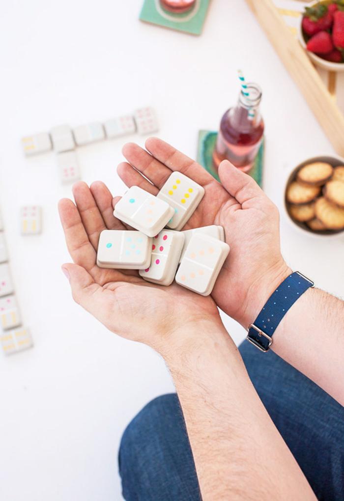 créez votre propre jeu de domino en béton créatif, des travaux manuels d'adulte originaux pour créer des jeux de société