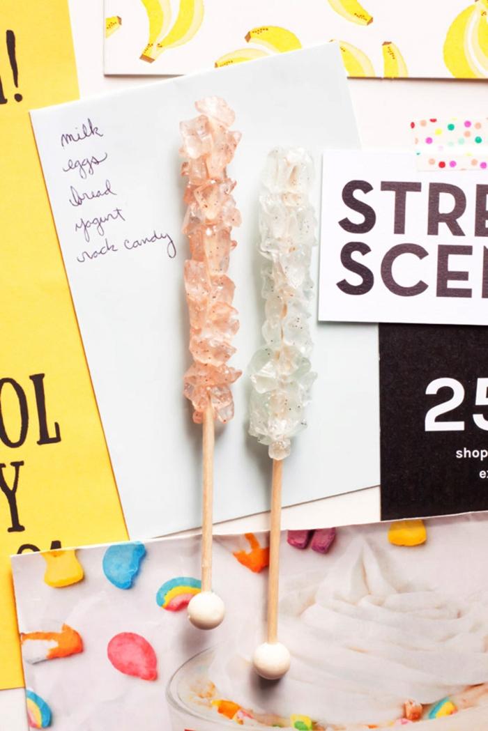réaliser une jolie décoration pour votre frigo avec ces magnets imitant des bâtonnets de sucre candy, un diy déco chambre très facile à réaliser