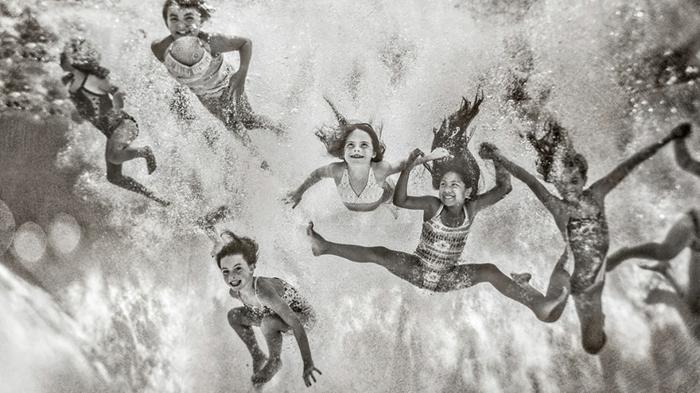 Originale photo de groupe originale idée originale de photographie dans l eau cool idée originale photo