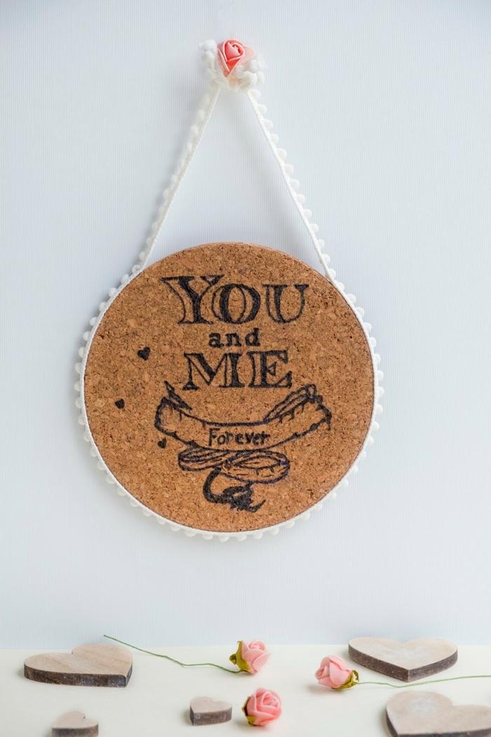Cadre photo ou message photo idee en liege de bouteilles que faire avec bouchons de liege cadeau de saint valentin
