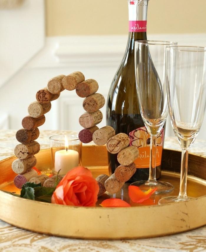 Bricolage manuelle de saint valentin cool idée décoration romantique coeur avec des bouchons de liège