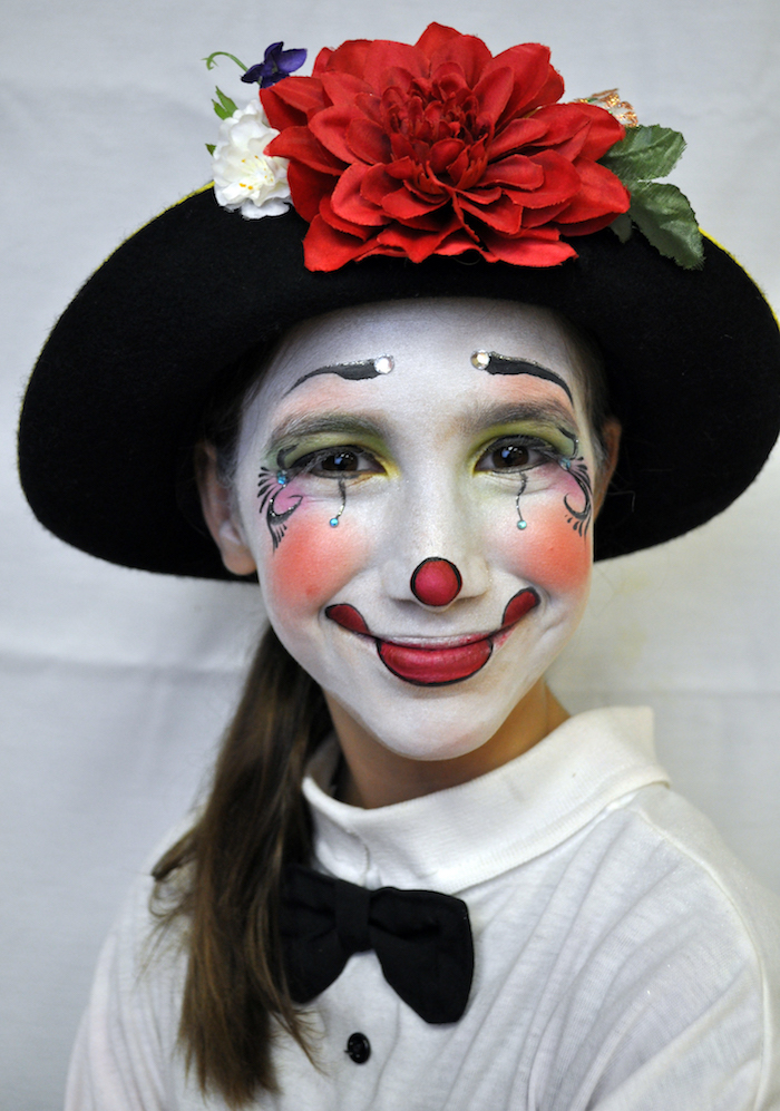 maquillage fille clown blanc nez rouge