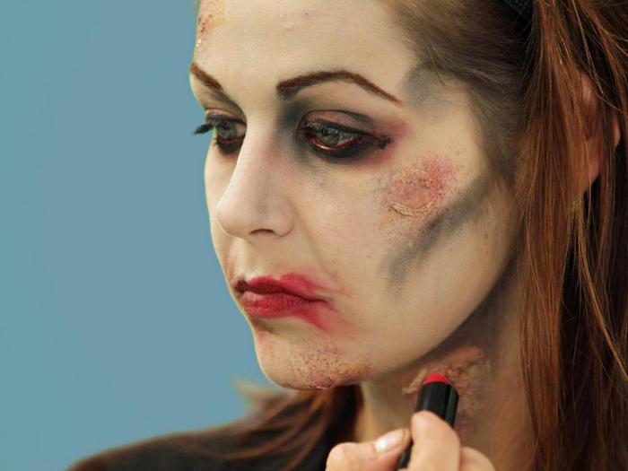 1001 id es maquillage zombie une vraie t te de mort - Maquillage zombie simple ...