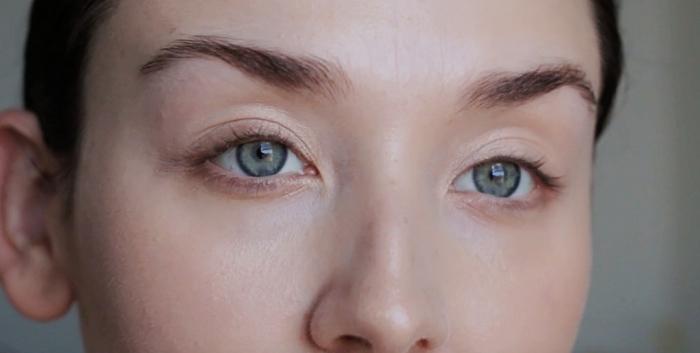 étapes à suivre pour faire son maquillage naturel, comment se maquiller les yeux, contouring visage nude