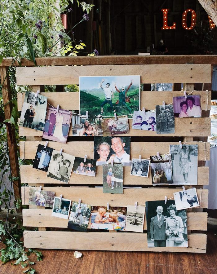 deco mariage champetre, palette en bois, décorée de photos de famille, coin souvenirs photos suspendues à un fil par de petits pinces à linge