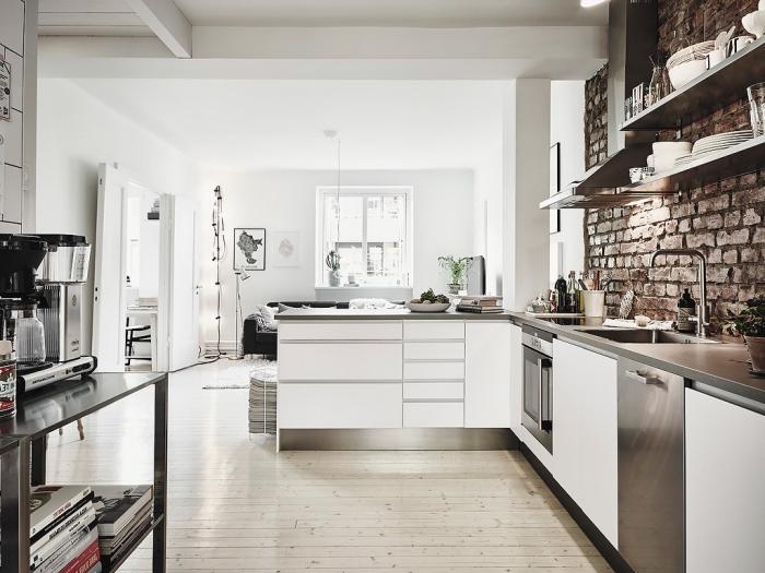 decoration scandinave, revêtement murale en briques marron foncé, étagères horizontales métalliques