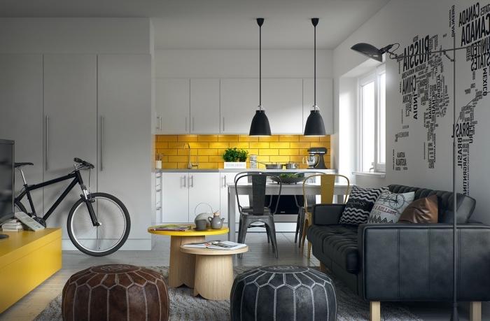 inspiration scandinave, placards de cuisine blancs avec poignées métalliques, lampes suspendues et sur pieds en noir