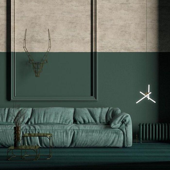 deco vert d eau, canapé céladon et mur gris et vert foncé, suspension originale, tables minimalistes designm deco artistique bois de cerfs sculpture