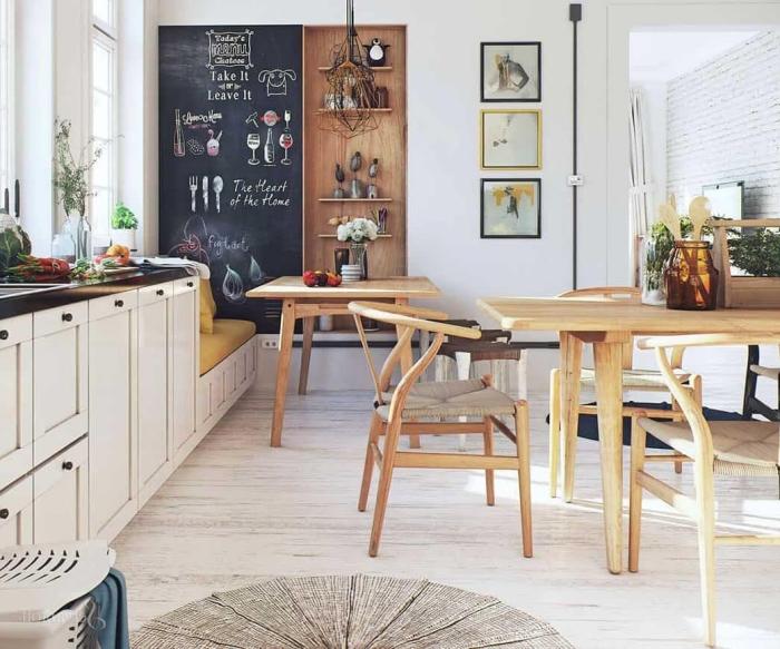 cuisine en bois, rangement de cuisine en bois verticale, peinture décorative avec cadres photos noir et jaune