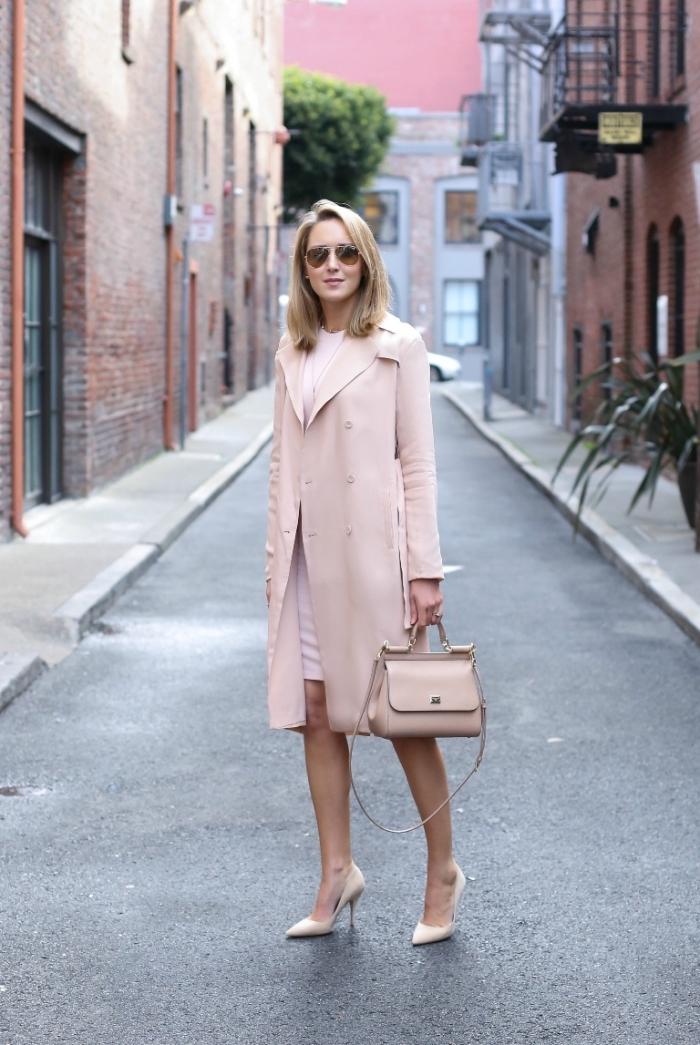 comment porter les couleurs pastel, look femme monochromatique en manteau long et robe rose pastel