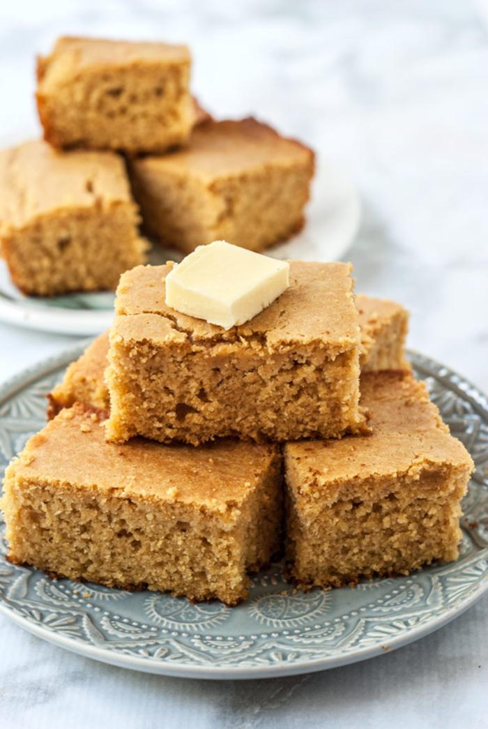 que manger au petit déjeuner en automne, recette de pain moelleux au semoule de mais