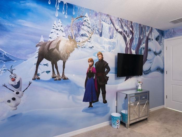 autocollant reine des neiges, idée décoration chambre d'enfant à design Frozen