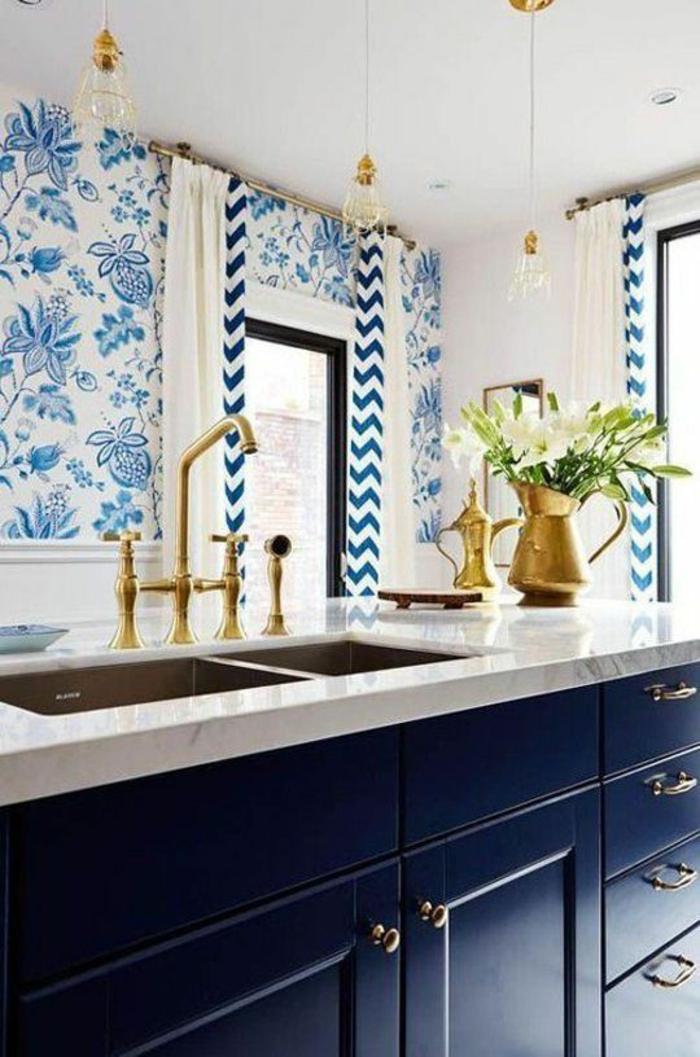 repeindre sa cuisine, quelle couleur pour les murs d'une cuisine, peinture pour meuble de cuisine, pièce en bleu et blanc
