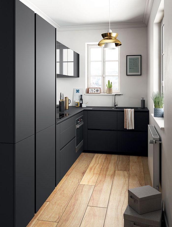 petite cuisine noir mat et blanc et parquet