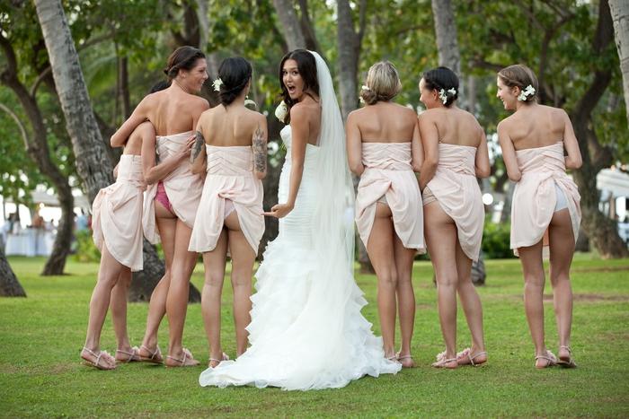 Comment poser pour une photo de groupe mariage idée originale avec la mariée et les demoiselles d'honneur