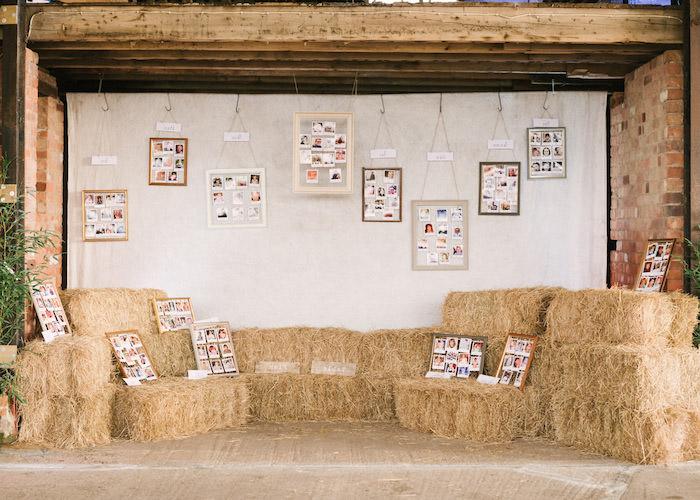 deco mariage champetre, plan de table mariage original, meules de foin et cadres avec des photos enfance des invités et répartition par table