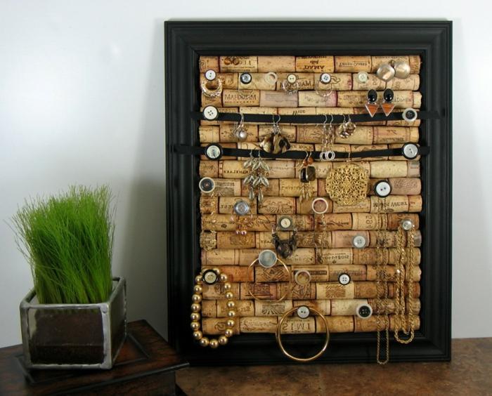 Une idée déco avec bouteille bouchon liege le bouchon de liège porte bijoux facile