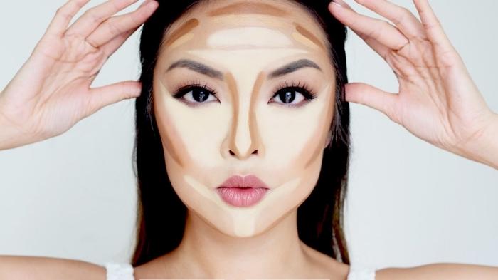 maquillage contouring, dessiner les contours highlight et lignes foncées sur le visage selon la forme, femme aux yeux foncées et lèvres nude