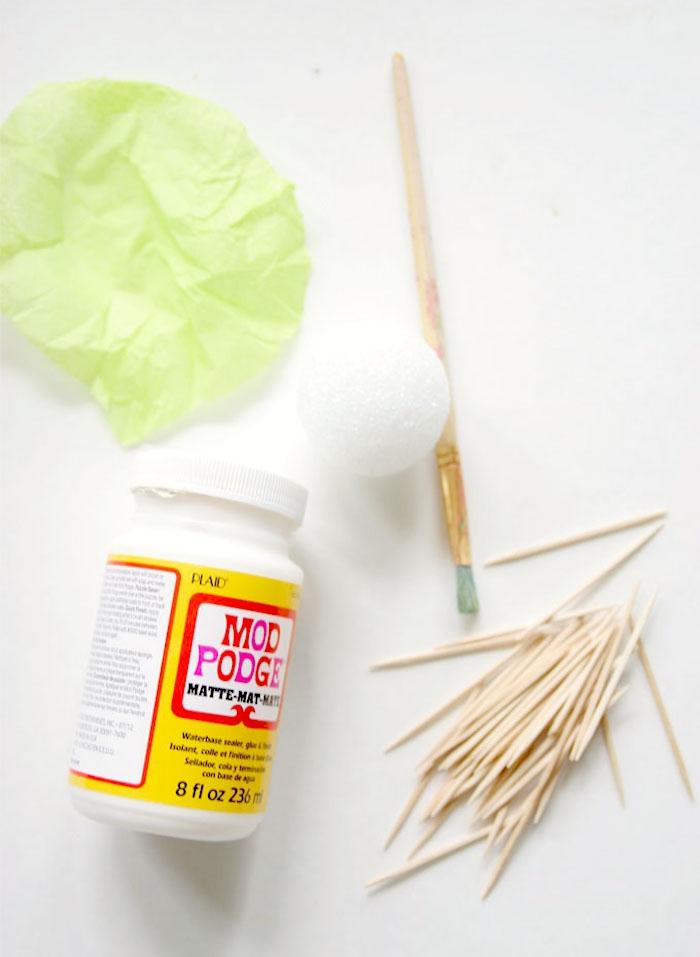 un petit projet de pinterest bricolage à essayer à la maison avec les enfants, des mini-cactus décoratifs en boules de polystyrène et cure-dents
