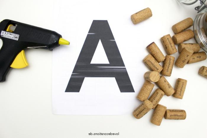 Cool déco de bouchons de liège faire une jolie decoration soi-même lettre en 3 d la lettre A comment faire de liège