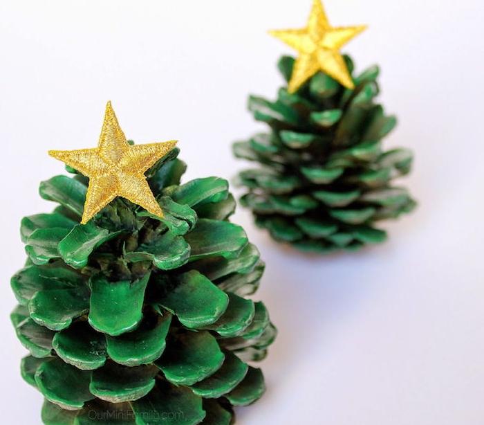que faire avec des pommes de pin, decoration de noel a faire soi meme, peinture verte et étoile en tissu jaune
