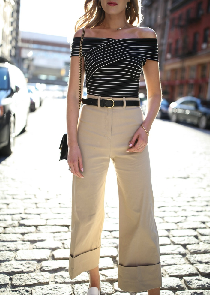 tenue élégante et chic avec un pantalon kaki femme de modèle culotte et un top bardot rayé