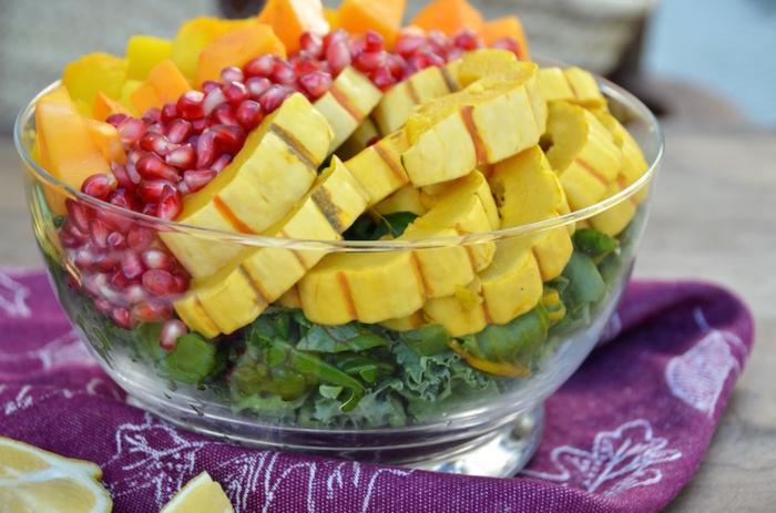 recette de salade composée, mango, pomegranate, potiron, feuilles de laitue