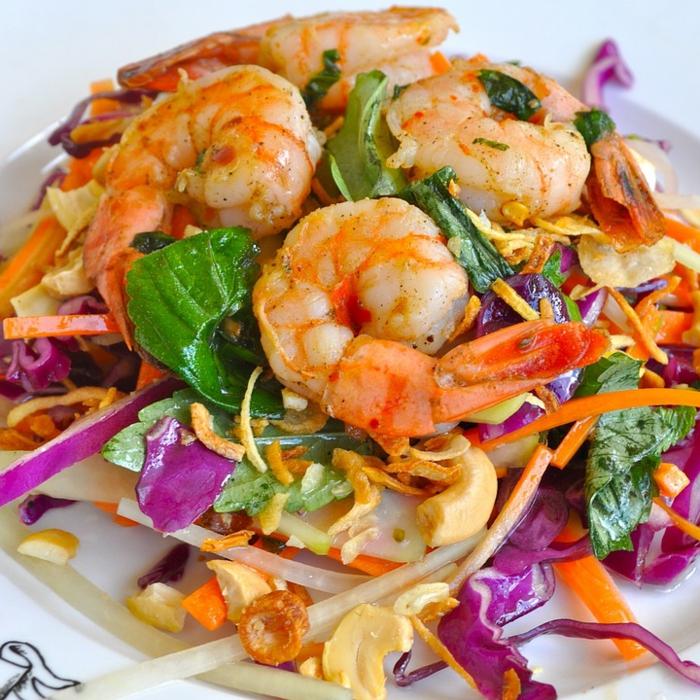 recette de salade composée, crevettes, chou rouge, laitier, noix de cajou