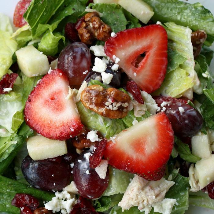 recette salade été, fraises, raisins noix de grenoble, graines de sésame