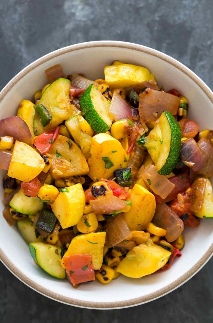 recette salade composée, salade courgettes roties, potimarron, oignon et mais