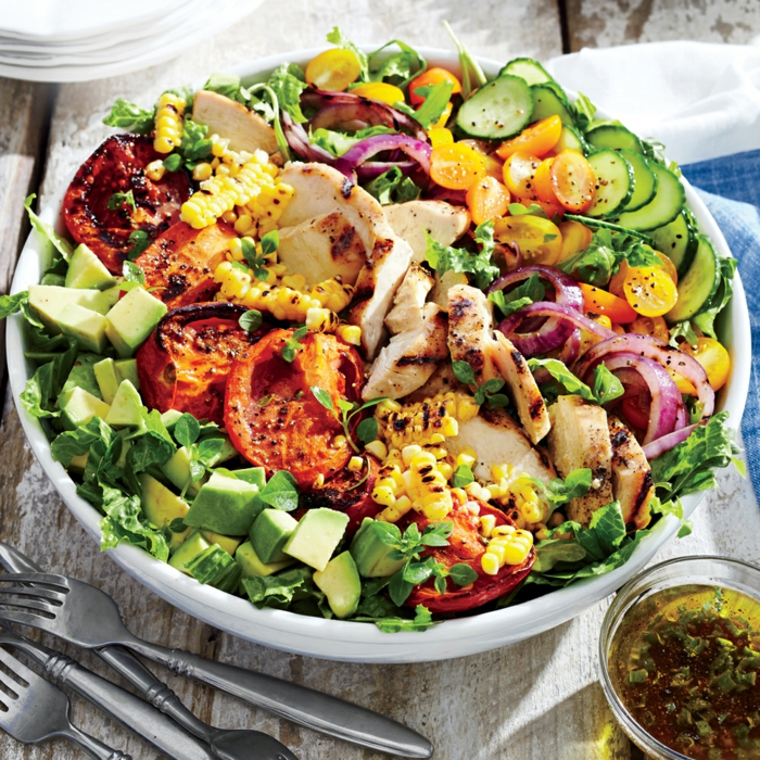 recette salade composée hiver, avocats, tomates, tomates cerises, concombres