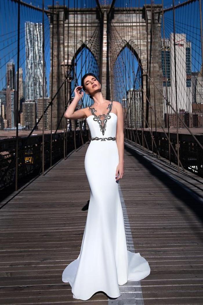 robe epaule nu robe longue moulante avec des décorations aux motifs arabesques en tissu noir avec du fil argenté