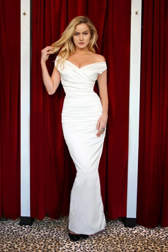 robe de soirée longue robe longue blanche robe epaule nu longueur maximale portée avec les cheveux lâchés
