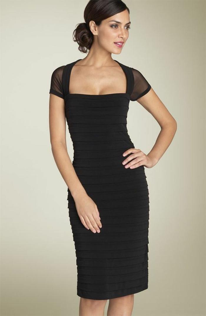 robe de soiree longue en noir avec des manches courtes en organza noir avec des mini volants sur toute la longueur