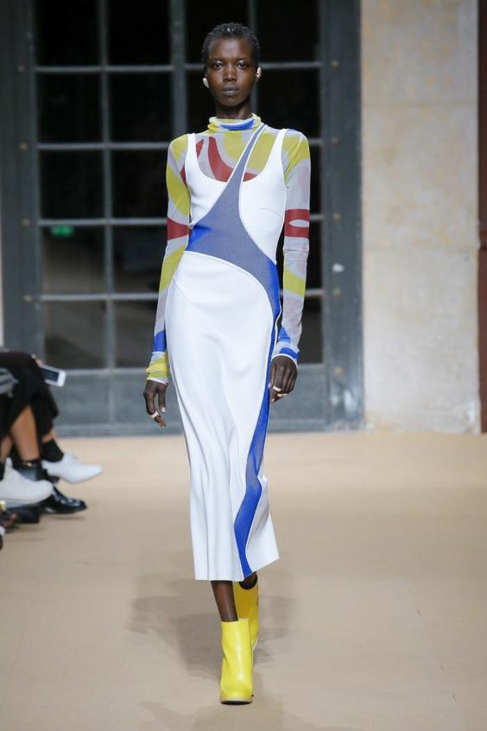 robe de soiree longue Esteban Cortazar en blanc bleu électrique jaune et rouge style avangarde