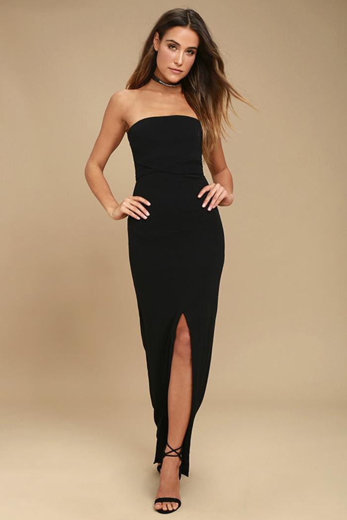robe longue moulante avec fente centrale et bustier sans bretelles noir total classe et sex appeal