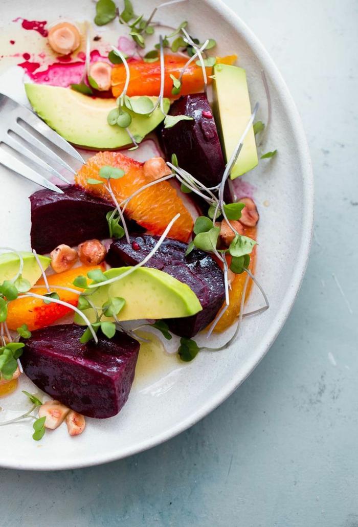 salade composée pour buffet froid, joli arrangement de fruits et de légumes, salade originale