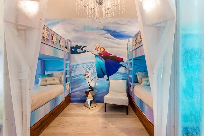 autocollant reine des neiges, chambre d'enfant avec lits mezannine, éclairage chambre enfant, flocons de neige décoratifs sur cadre lit