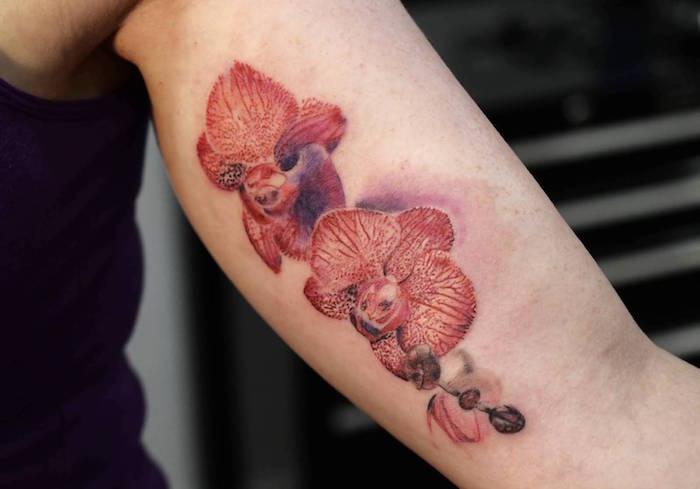 tatouage fleurs signification orchidee rouge bras femme