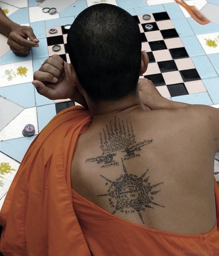 tatouage bouddhiste moine tibet symboles religieux
